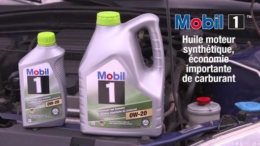 Huile synthétique Mobil 1 Économie importante de carburant 0W-20 - image 10 from the video
