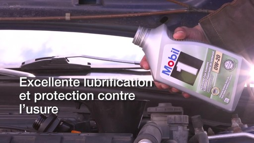 Huile synthétique Mobil 1 Économie importante de carburant 0W-20 - image 3 from the video