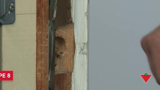 Comment changer une serrure de porte et les ferrures - image 8 from the video