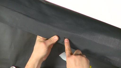 Shelter Logic Nécessaire de porte enroulante Pull-Eaze - image 3 from the video