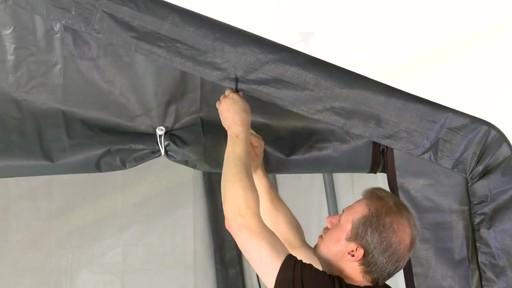 Shelter Logic Nécessaire de porte enroulante Pull-Eaze - image 4 from the video