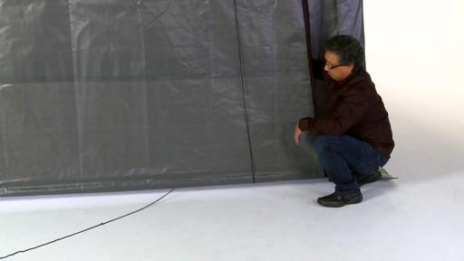 Shelter Logic Nécessaire de porte enroulante Pull-Eaze - image 6 from the video