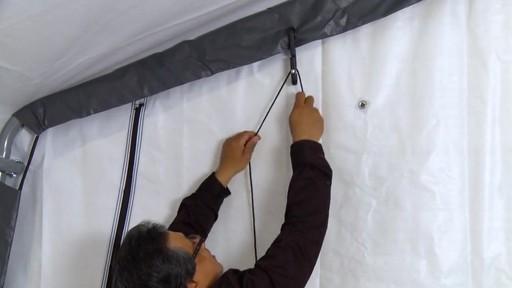 Shelter Logic Nécessaire de porte enroulante Pull-Eaze - image 8 from the video