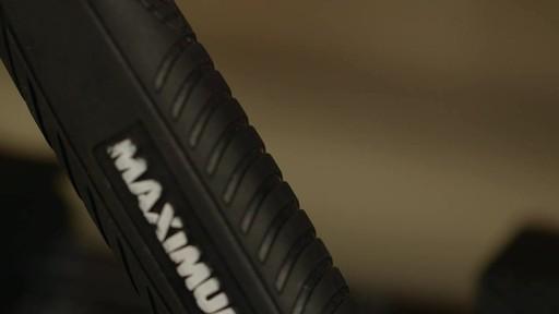 Marteau de charpentier MAXIMUM - image 2 from the video