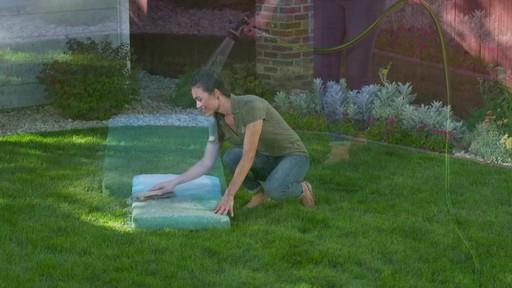 Nettoyant pour l'extérieur Scotts Oxi, prêt à vaporiser - image 3 from the video