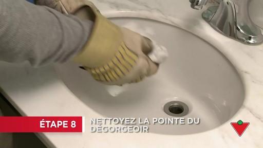 Comment déboucher un lavabo - image 9 from the video