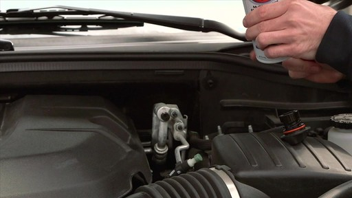 Additif pour moteur STP tout usage - image 7 from the video