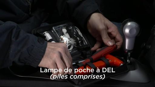 La trousse de secours Assistance routière Canadian Tire pour boîte à gants - image 3 from the video