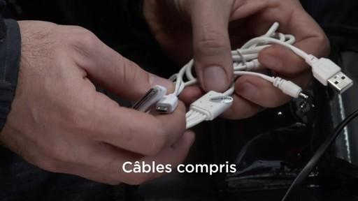 La trousse de secours Assistance routière Canadian Tire pour boîte à gants - image 6 from the video