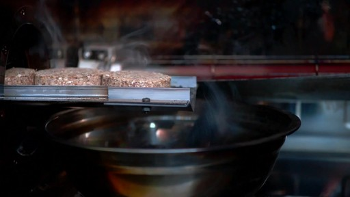 Bradley Smoker - pour les articles et accessoires des fumoirs Bradley - image 9 from the video