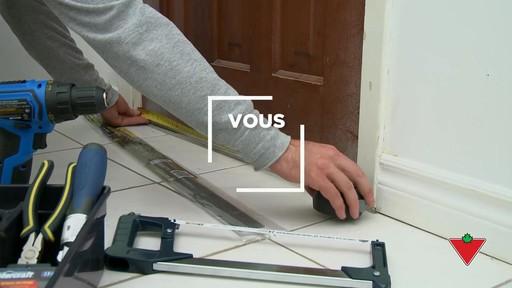 Comment installer un bas de porte - image 1 from the video