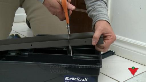 Comment installer un bas de porte - image 4 from the video