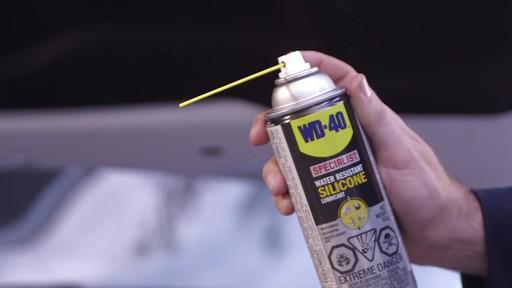 Lubrifiant WD-40 Specialist à la silicone résistant à l'eau - image 3 from the video
