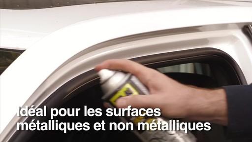 Lubrifiant WD-40 Specialist à la silicone résistant à l'eau - image 4 from the video