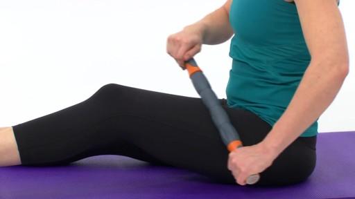 Rouleau de massage Restore pour le corps - image 4 from the video