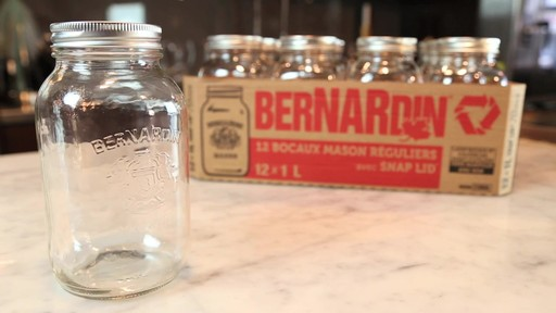 Bocaux mason réguliers BERNARDIN® 1 L - image 2 from the video