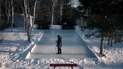 Montage – BÂTISSEURS DE PATINOIRES (Nous Jouons Tous Pour Le Canada) - image 3 from the video