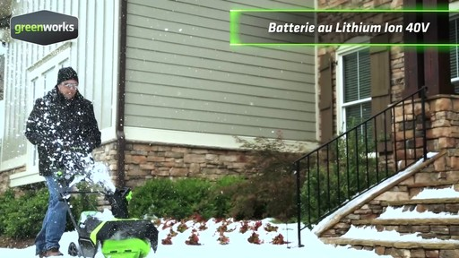 Souffleuse à neige à moteur sans balai Greenworks, 40 V - image 1 from the video