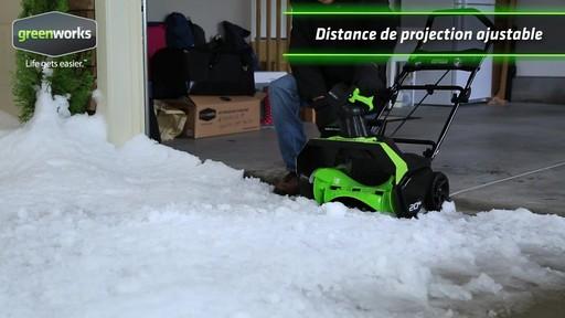 Souffleuse à neige à moteur sans balai Greenworks, 40 V - image 3 from the video