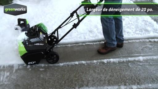 Souffleuse à neige à moteur sans balai Greenworks, 40 V - image 6 from the video