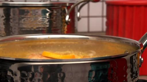 Batterie de cuisine martelée à main Lagostina, 12 pces - image 2 from the video