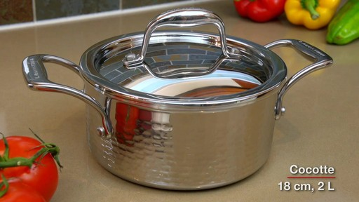Batterie de cuisine martelée à main Lagostina, 12 pces - image 9 from the video