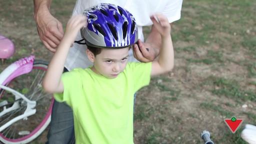 Choisir un casque de vélo pour enfants - image 1 from the video