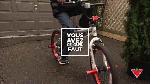 Choisir un casque de vélo pour enfants - image 10 from the video