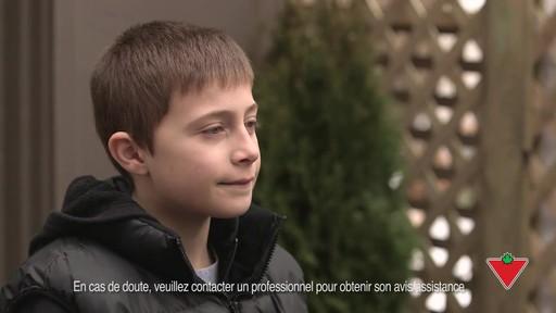 Choisir un casque de vélo pour enfants - image 2 from the video