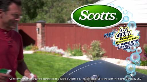 Nettoyant pour l'extérieur Scotts Oxi, prêt à l'emploi   - image 10 from the video