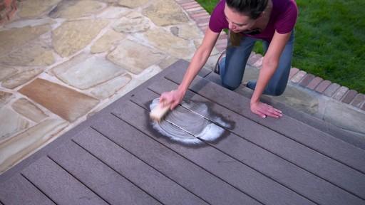 Nettoyant pour l'extérieur Scotts Oxi, prêt à l'emploi   - image 4 from the video
