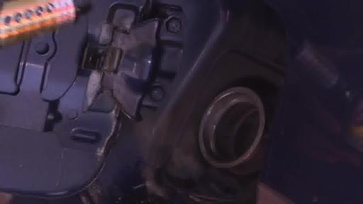 Nettoyant du système d'alimentation STP Ultra 5-en-1 - image 2 from the video