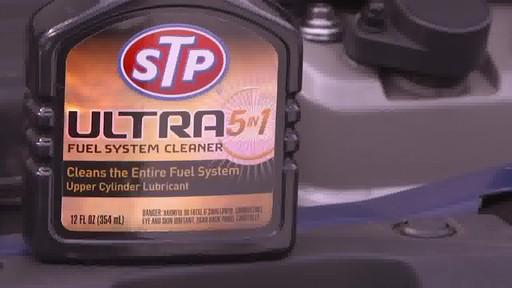 Nettoyant du système d'alimentation STP Ultra 5-en-1 - image 3 from the video