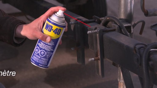 Lubrifiant tout usage WD-40 - image 4 from the video