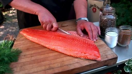 Bradley Smokers - Pour la cuisson de saumon fumé à chaud Bradley - image 1 from the video