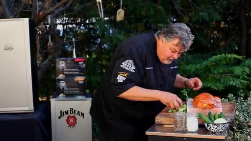 Bradley Smokers - Pour la cuisson de saumon fumé à chaud Bradley - image 10 from the video