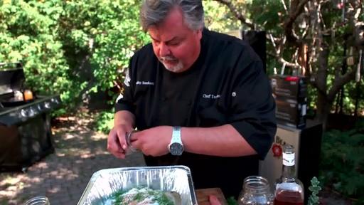 Bradley Smokers - Pour la cuisson de saumon fumé à chaud Bradley - image 3 from the video