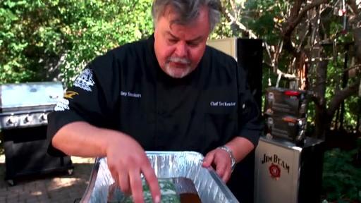 Bradley Smokers - Pour la cuisson de saumon fumé à chaud Bradley - image 4 from the video