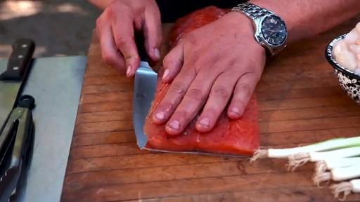 Bradley Smokers - Pour la cuisson de saumon fumé à chaud Bradley - image 5 from the video