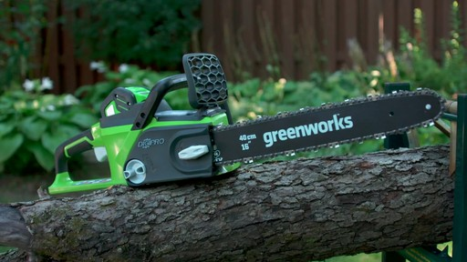 Scie à chaîne sans fil 40 V Greenworks – Témoignage - image 7 from the video