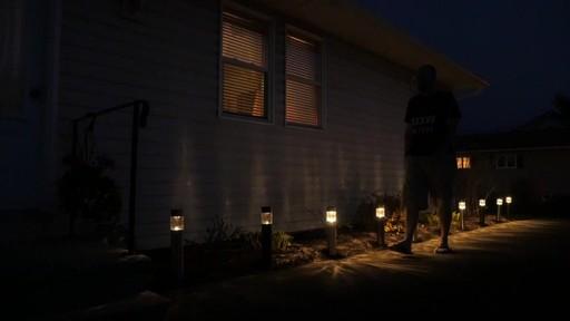 Lampe solaire de sentier NOMA PIR avec Matthew - Témoignage de TESTE - image 7 from the video