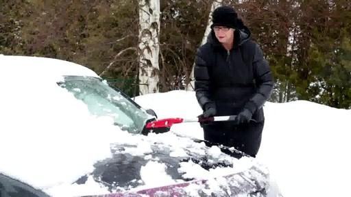 Balai à neige antirayures Garant – Témoignage de Lise - image 5 from the video
