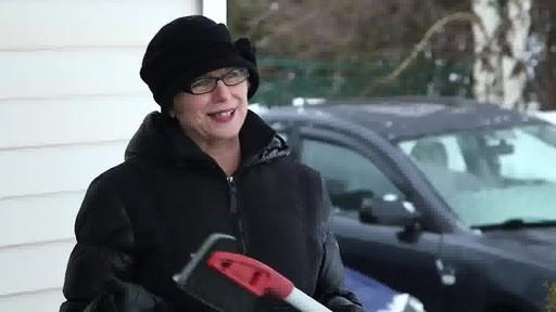 Balai à neige antirayures Garant – Témoignage de Lise - image 8 from the video