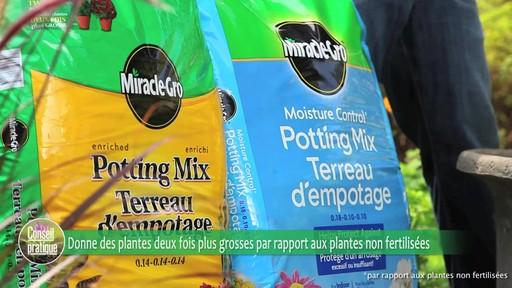 Terreau d'empotage pour plantes en pots - image 3 from the video