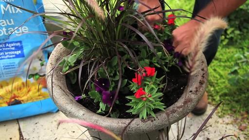 Terreau d'empotage pour plantes en pots - image 6 from the video