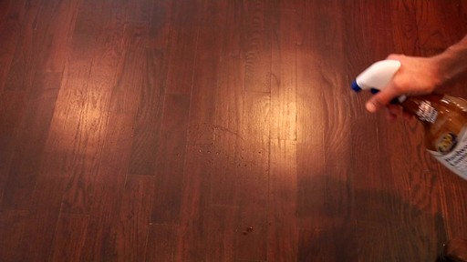 Nettoyant pour planchers en bois dur et laminé ZEP Commercial - image 2 from the video