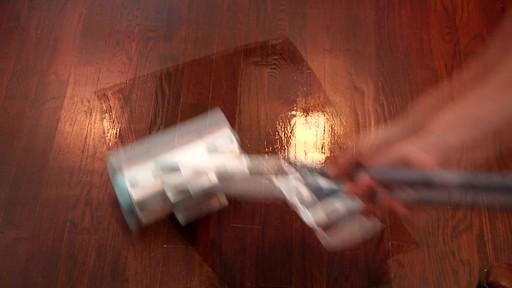 Nettoyant pour planchers en bois dur et laminé ZEP Commercial - image 4 from the video