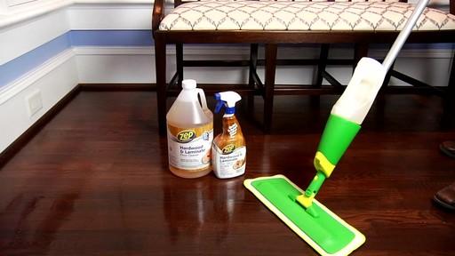Nettoyant pour planchers en bois dur et laminé ZEP Commercial - image 6 from the video
