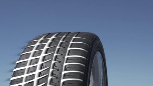 Rouler sur les pneus d'hiver en été  - image 8 from the video