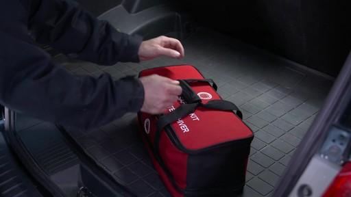 Kit de sécurité en hiver Canadian Tire - image 1 from the video